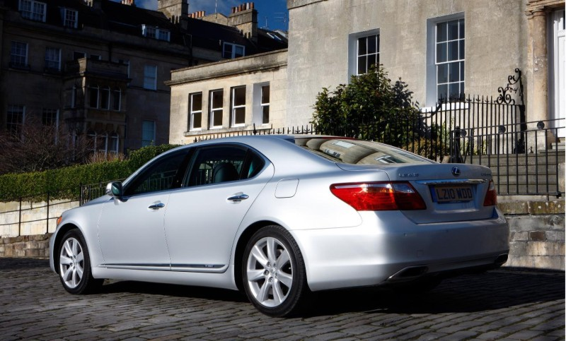 lexus recalls ls600h and ls460 over steering problems. Black Bedroom Furniture Sets. Home Design Ideas